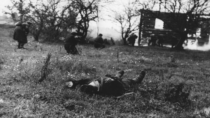 Фото 1942 год. З-я партизанская бригада в бою. Ленинградская область. Автор Д.Трахтенберг