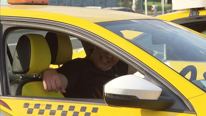 Школьница из Петербурга пыталась сбежать в Финляндию на такси
