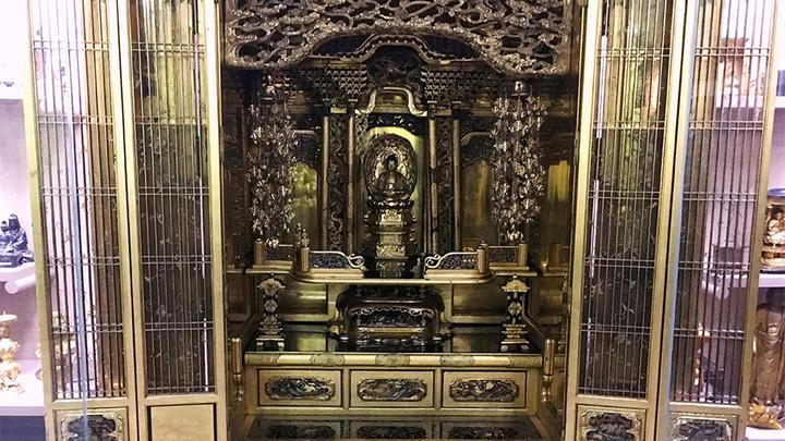 Домашний золоченый буддийский алтарь с резьбой. Япония, конец XVIII- начало XX вв. Фото Леонида Варебруса