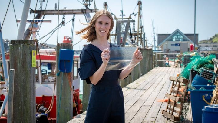 Люси Хьюз окончила Сассекский университет по направлению продуктового дизайна и разработала MarinaTex в качестве дипломного проекта.