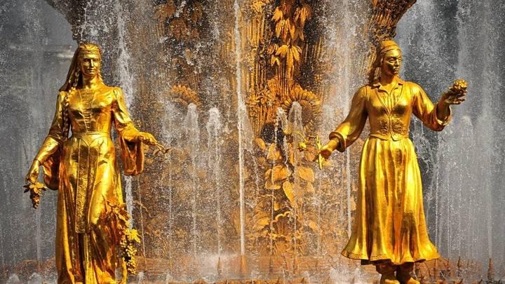 Фонтаны в Москве законсервировали на зимний период