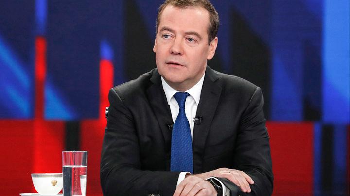 Медведев допускает возможность блокировки своих страниц в зарубежных соцсетях