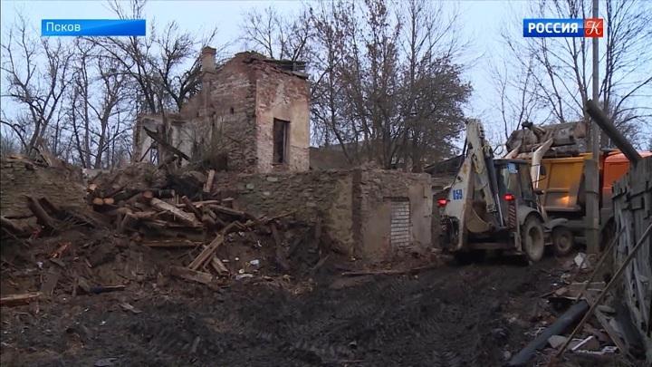 Псковская усадьба XIX века частично обрушилась из-за сильного ветра