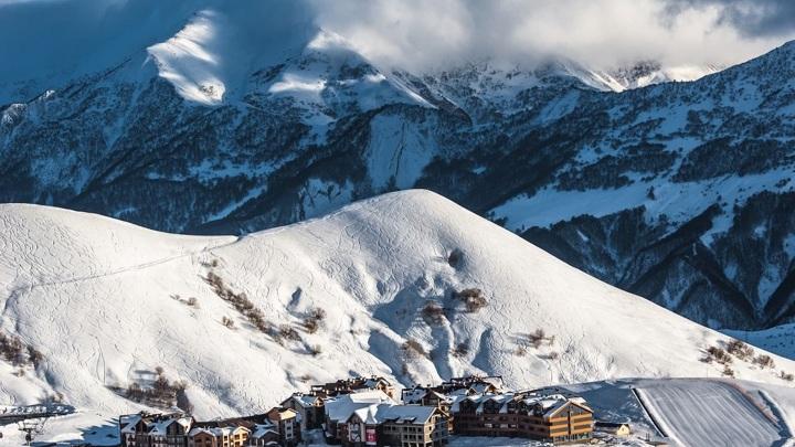 Названы самые популярные маршруты для путешествий с детьми зимой