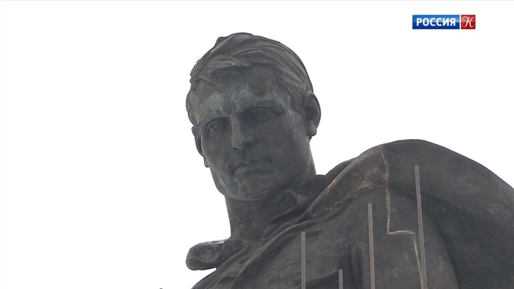 В Тверской области подо Ржевом идет установка монумента советскому солдату