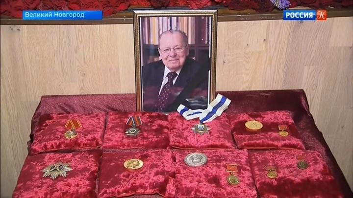 В Новгородском кремле завершилась церемония прощания с Валентином Яниным
