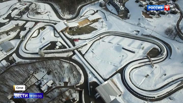 """Золотая """"Формула 1"""" на льду в Сочи: российский саночники на ЧМ показали мастерство на виражах"""
