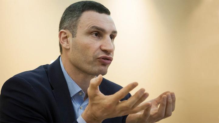 Кличко назвал себя воспитанным в ответ на обвинения Зеленского