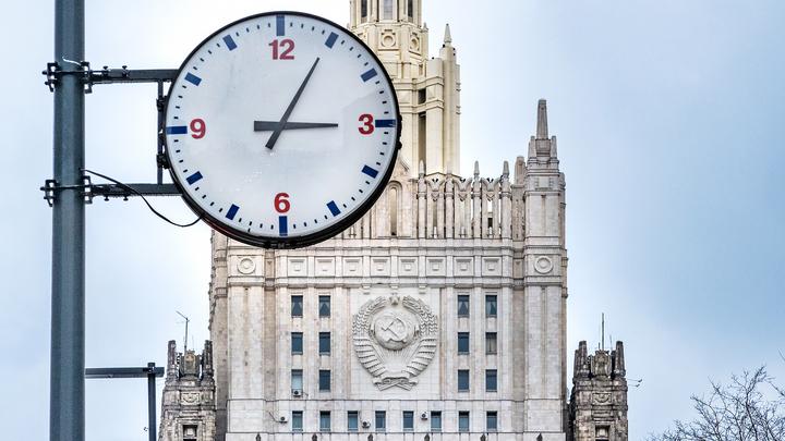 МИД РФ указал на разницу в отношении США к своим и чужим протестам