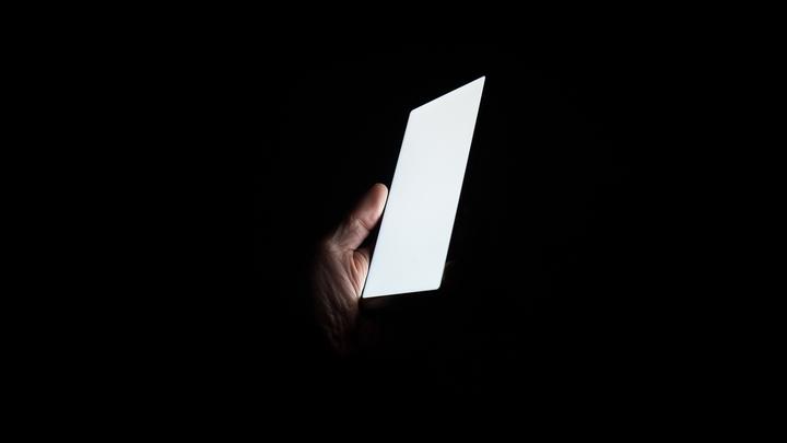 """Суперпрочное стекло для смартфона само """"заживит"""" царапины"""