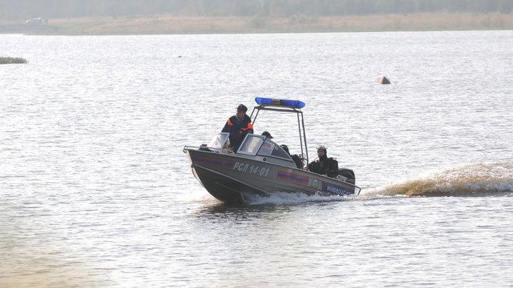 Спасатели ищут группу, которая направлялась на катере в Дагестан