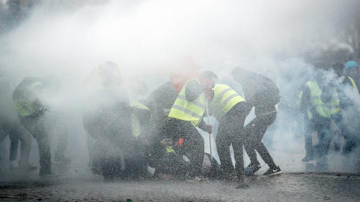 Нелегальный карнавал в Марселе разогнали газом