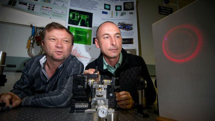 Физики создали установку, которая светит ярким лазером по краям, но внутренняя область луча является тёмной