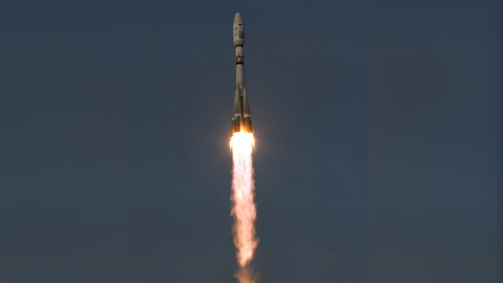"""Разгонный блок """"Фрегат"""" вывел на орбиту 36 британских спутников связи OneWeb"""