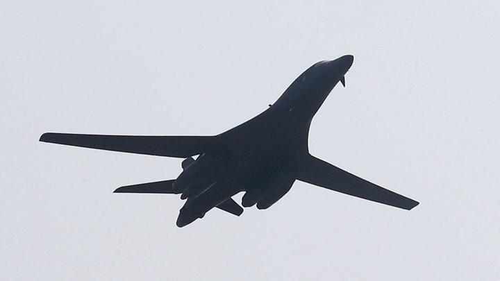 Американский бомбардировщик B-1B Lancer впервые сел на авиабазе в Польше