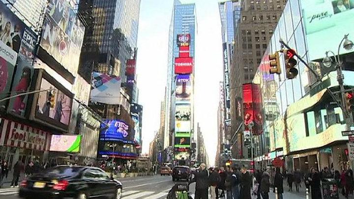 В честь Дня России молодежь прошла маршем по Нью-Йорку