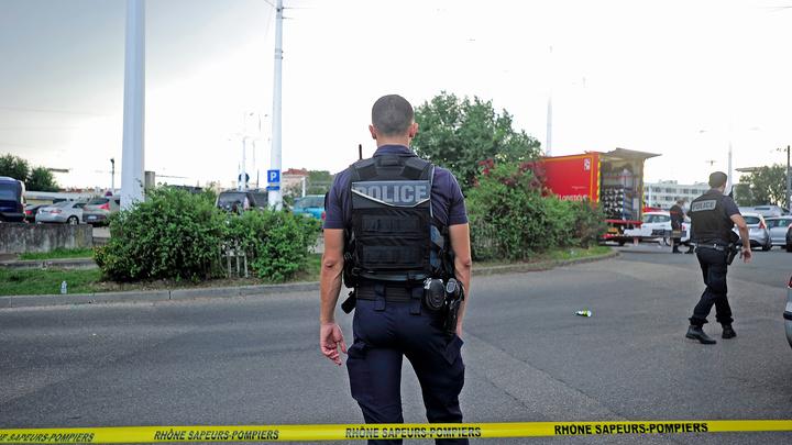 """Мужчина, устроивший резню во Франции, """"встал на путь терроризма"""""""