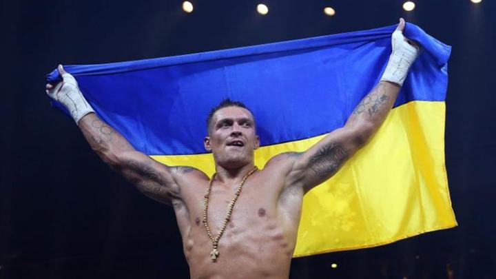 Усик: немного больные люди критикуют украинцев за фото с россиянами