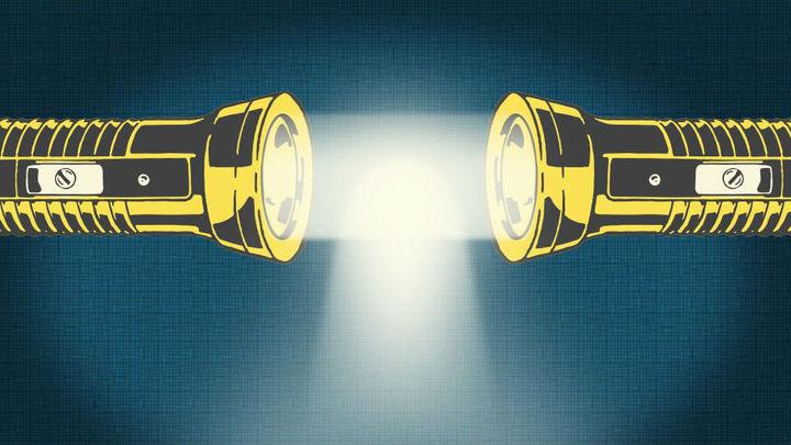 На пути к световому мечу: фотоны объединили, замедлили и обнаружили у них массу