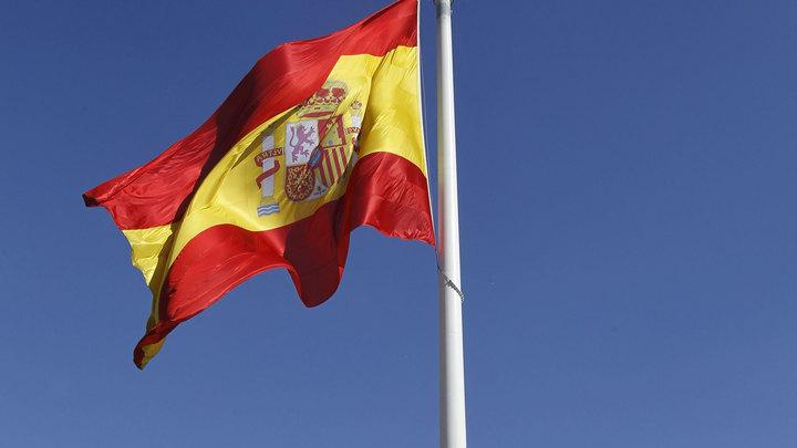 Посольство РФ потребовало убрать с улиц Испании баннеры с упоминанием русских девушек
