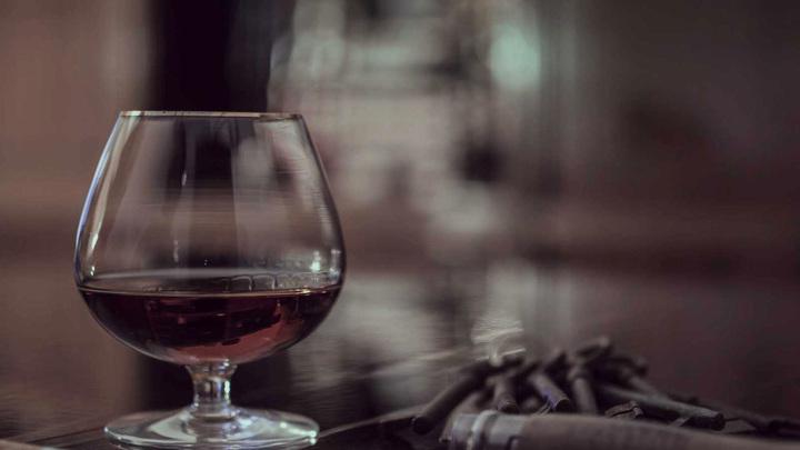 Коньяк и шампанское: эксперты выяснили, что выбирают россияне