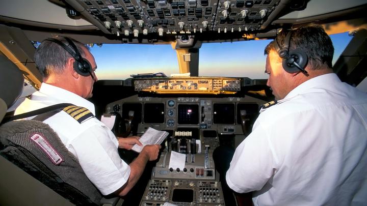 С 2023 года видеокамеры в самолетах будут наблюдать за экипажем и пассажирами