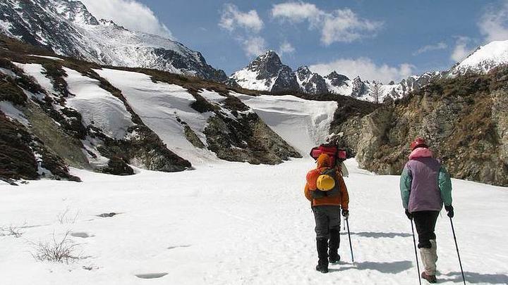 Туристы в Бурятии попали под лавину