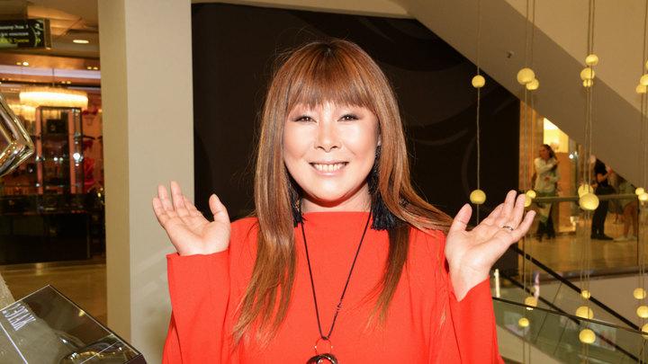 Анита Цой принимает поздравления с юбилеем
