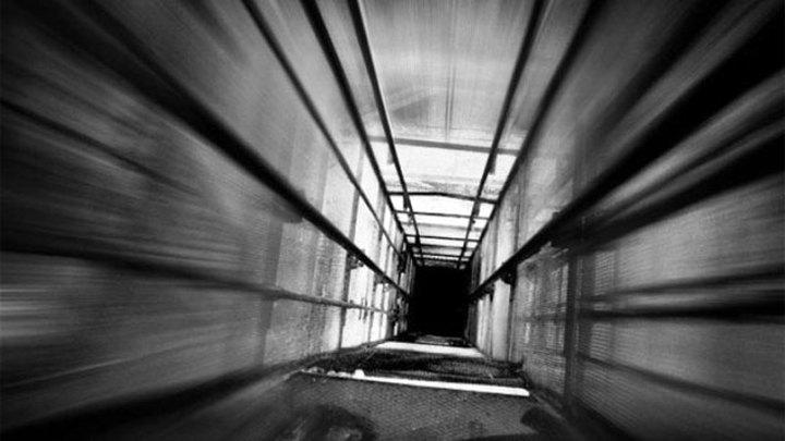 В Подмосковье упал в шахту лифт с пятью рабочими