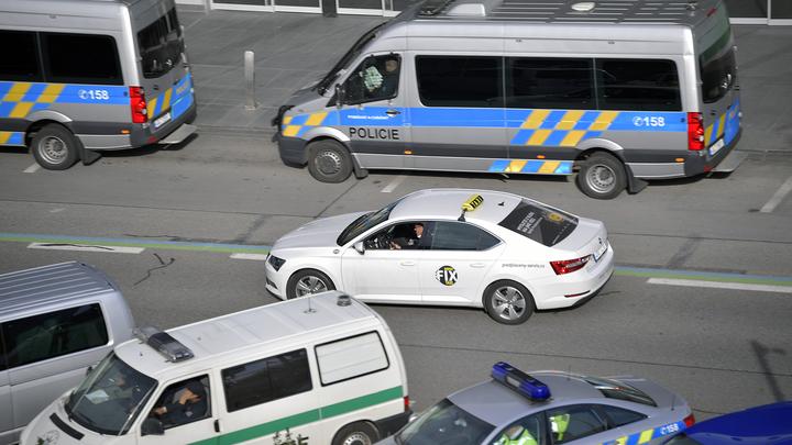 В Праге задержали судью, адвоката и еще трех человек