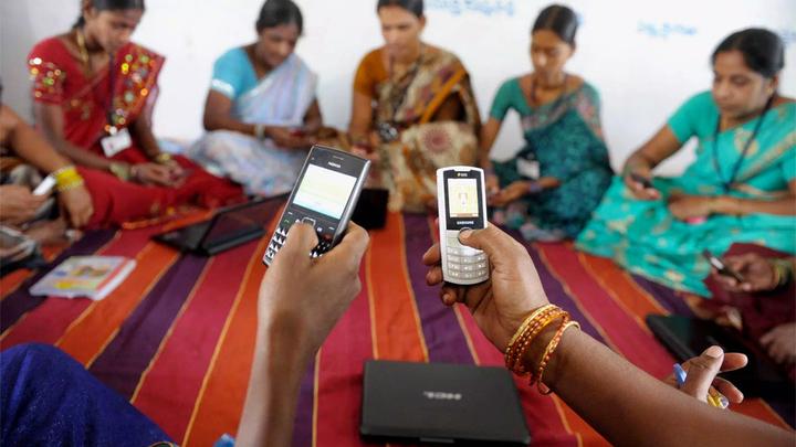 К мобильному интернету подключили более половины человечества