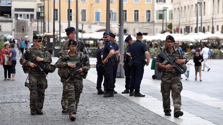 Французские военные написали письмо о выживании страны