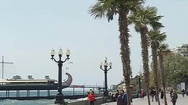Крымские власти просят туристов не превращать полуостров в помойку