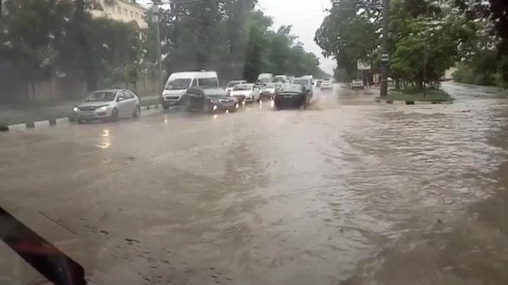 Сочи: сель отрезал четыре села, водителей просят остаться дома