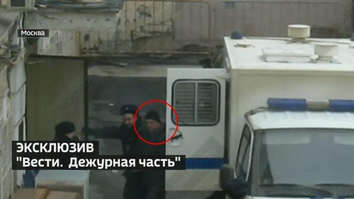 """Бывшего директора """"Меньшевика"""" доставили в суд"""