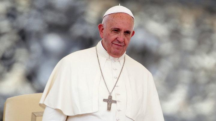 Папа Франциск раскритиковал любителей селфи и денег