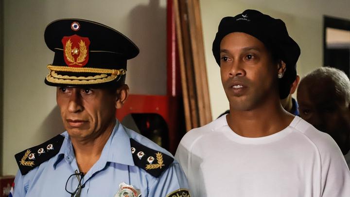 Роналдиньо освобожден из-под домашнего ареста в Парагвае