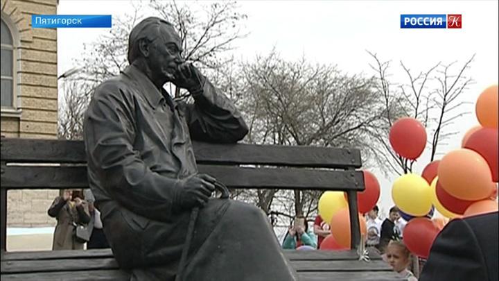 Памятник Сергею Михалкову открыли в Пятигорске