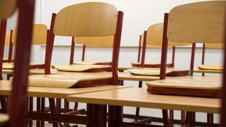 Штраф в полмиллиона рублей грозит заразившей 4 школьников учительнице из Тюмени