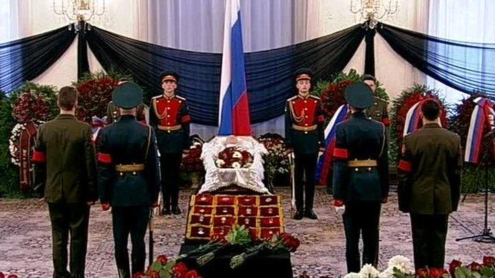 На похоронах Черномырдина собравшиеся не сдерживали эмоций