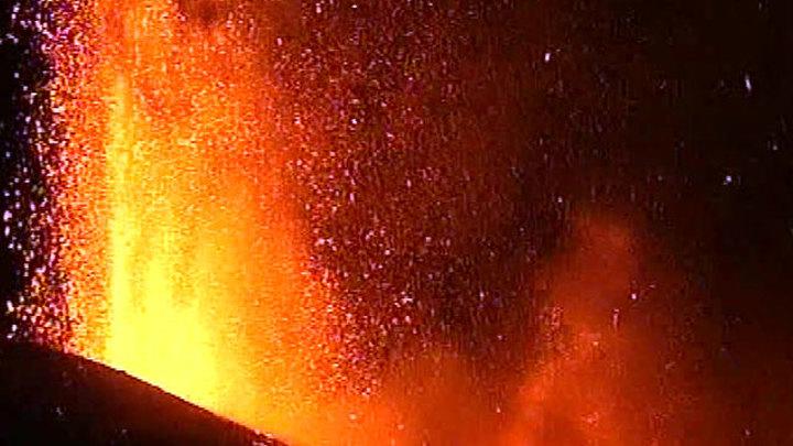 Лава вулкана Ньирагонго в ДР Конго не дошла до города Гома