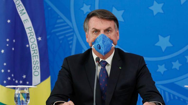 Президента Бразилии могут обвинить в массовых убийствах из-за коронавируса