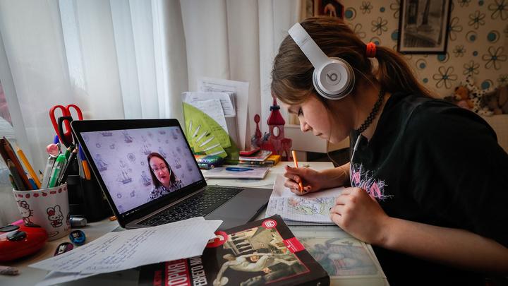 Минобрнауки: вузы могут самостоятельно вводить дистант для непривитых студентов