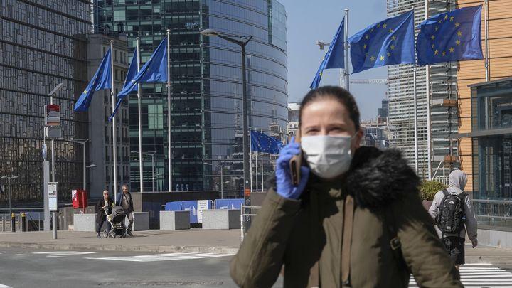 ЕС откроет границы для привитых одобренными вакцинами туристов