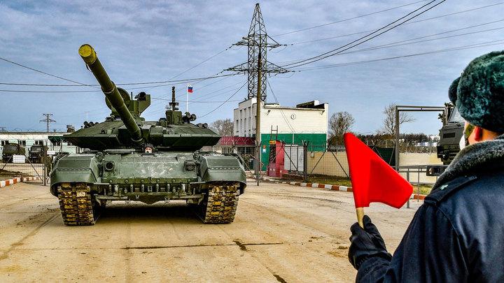 """Наполигон """"Алабино"""" прибыло более 150 единиц военной техники"""