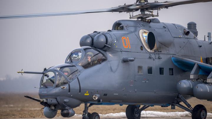 Вертолет российских ВКС Ми-35 совершил вынужденную посадку в Сирии