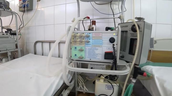 В Москве скакнуло число пациентов на ИВЛ, клиники перепрофилируют