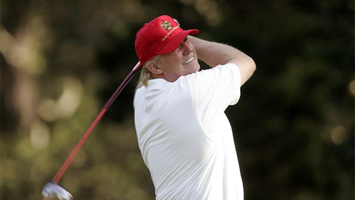 """Дональд Трамп """"поругался"""" с лункой для гольфа"""