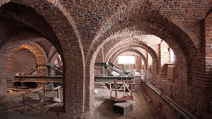 Восстановленные интерьеры Александровского дворца в Царском Селе покажут в конце года