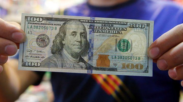 Доля российского экспорта в долларах впервые упала ниже 50%